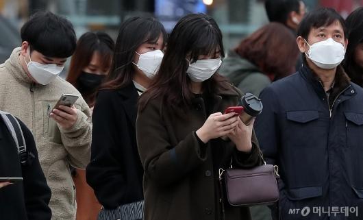 [사진]'우한 폐렴 공포' 마스크 쓴 출근길