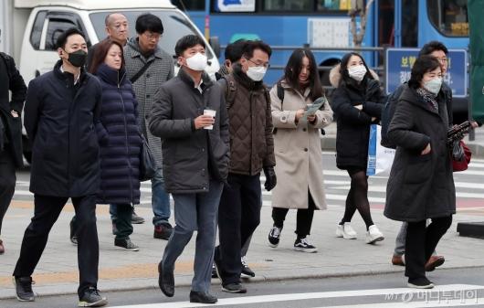 [사진]마스크 쓰고 출근하는 시민들