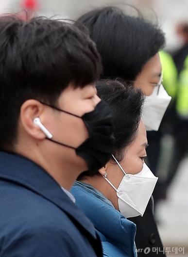 [사진]'우한폐렴 공포' 설 연휴 뒤 마스크 쓰고 출근