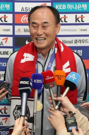 [사진]김학범 '활짝'