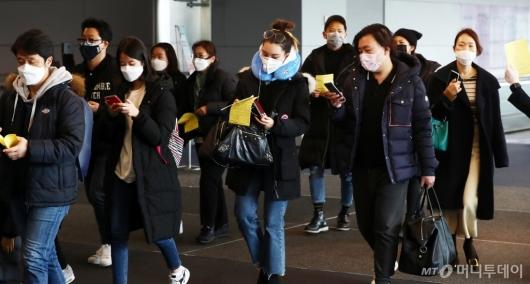 [사진]마스크 쓴 중국발 입국자들