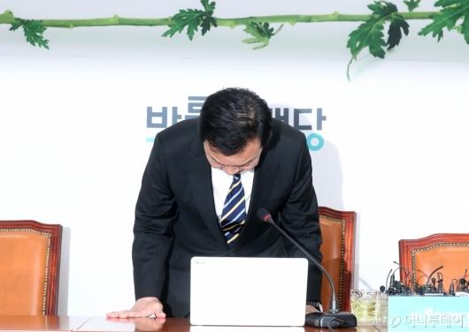 [사진]기자회견 마친 손학규