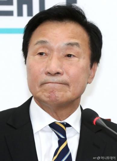[사진]입술 깨무는 손학규 대표