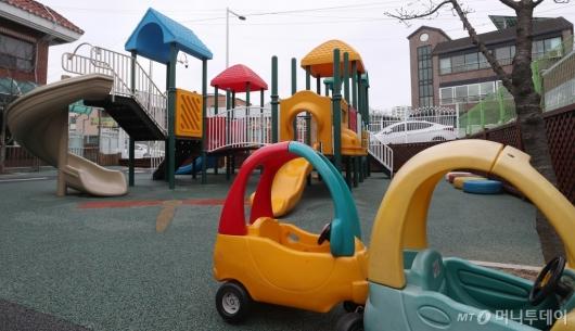 [사진]평택지역 어린이집 휴원조치 '텅 빈 놀이터'