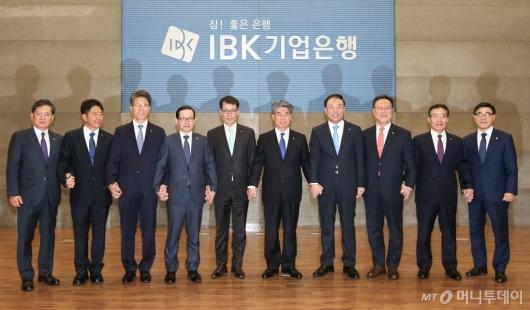[사진]윤종원 기업은행장 27일만에 취임식