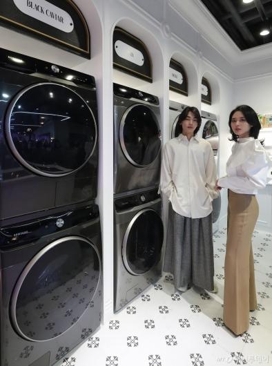 [사진]인공지능 세탁기-건조기 '삼성 그랑데 AI'