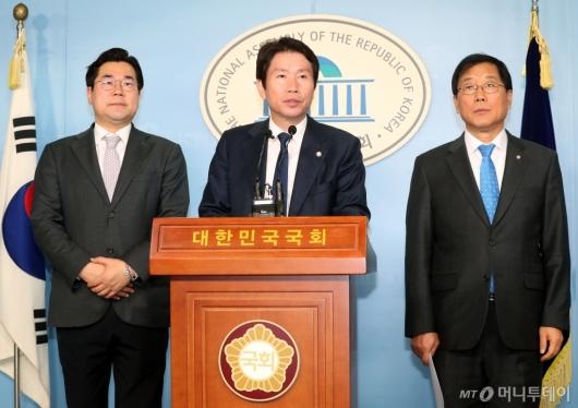 [사진]윤후덕 신임 원내수석부대표 소개하는 이인영