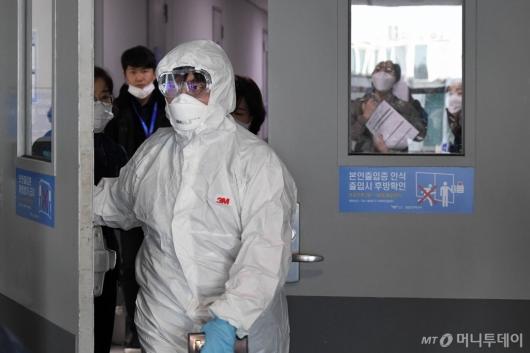 [사진]인천공항, 우한 폐렴 선별진료소 설치