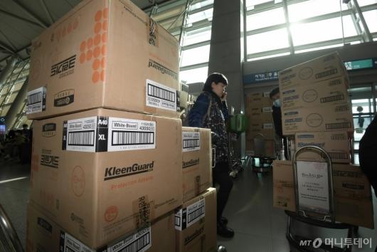 [사진]중국으로 갈 마스크와 방호복