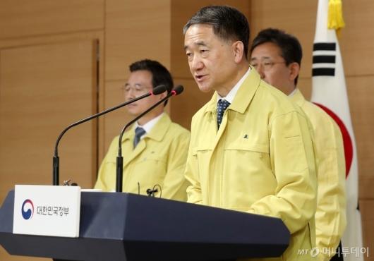 [사진]'신종 코로나' 대책 브리핑하는 박능후 장관