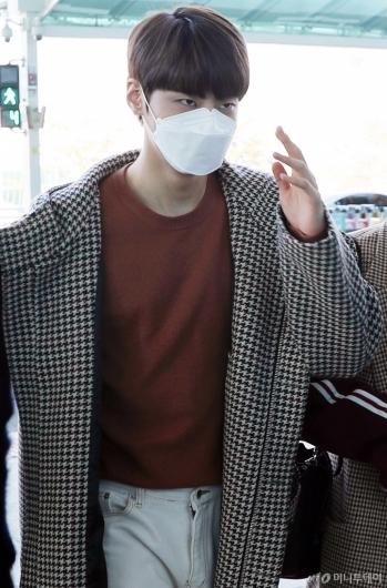 [사진]이진혁 '인사도 멋지게!'