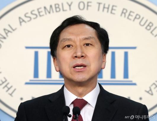 [사진]울산시장 부정선거 관련 기자회견하는 김기현