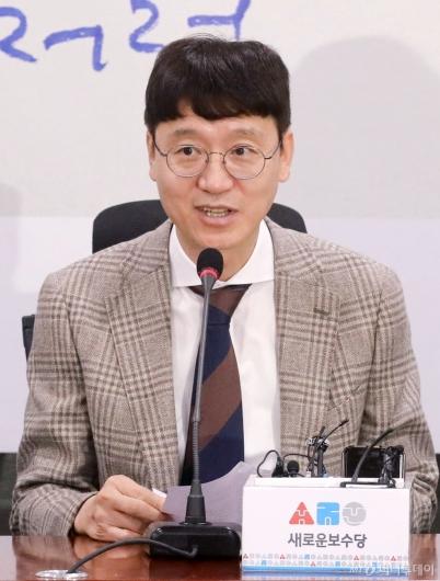 [사진]입당 소감 말하는 김웅 전 부장검사
