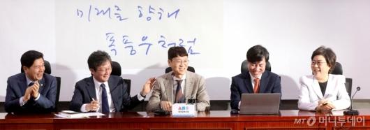[사진]환영 받는 김웅 전 부장검사