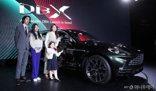 [사진]애스턴마틴 DBX, 스포츠카와 SUV의 결합