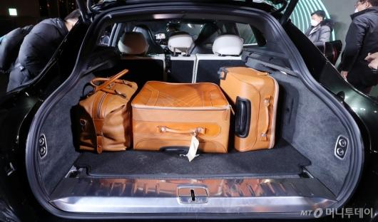 [사진]애스턴마틴 'DBX' 넓은 트렁크