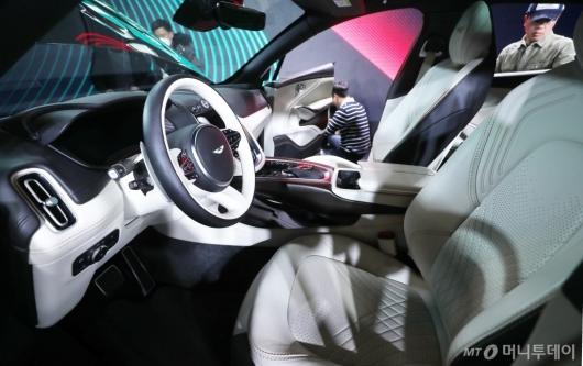 [사진]애스턴마틴 DBX 출시 '럭셔리한 운전석'