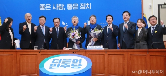 [사진]더불어민주당, 17-18호 인재영입