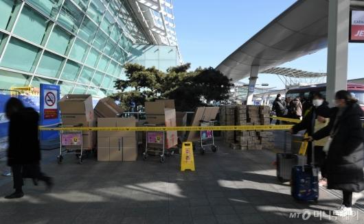 [사진]경찰에 적발된 '마스크 박스갈이' 현장