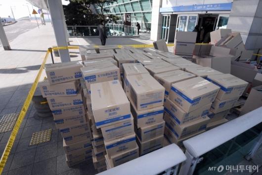 [사진]통제된 '마스크 박스갈이' 현장