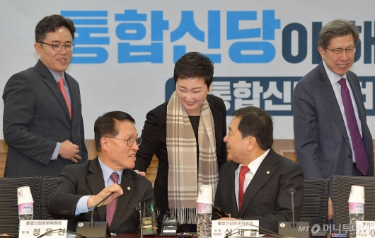 [사진]분위기 좋은 통합신당준비위원회