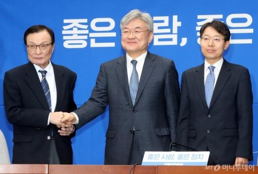 [사진]민주당, 19-20호 인재영입