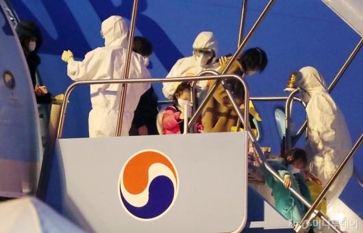[사진]한국 도착한 中 우한 교민들