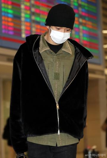 [사진]슈퍼엠 루카스 '피곤한 모습으로 입국'