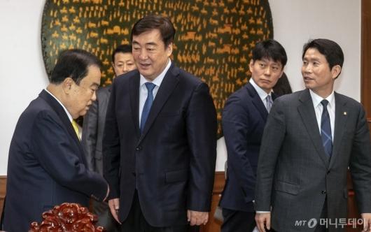 [사진]국회 찾은 싱하이밍 주한중국대사