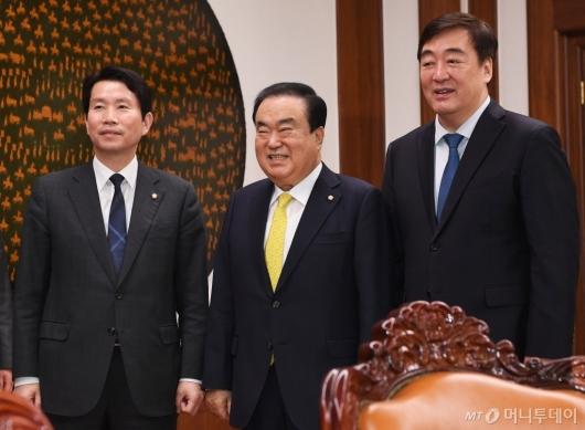 [사진]문희상-이인영 만난 싱하이밍 주한중국대사