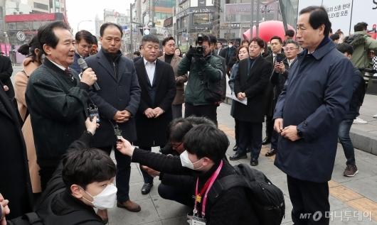 [사진]신촌 소상공인 점검 나선 정세균 총리