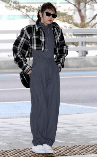 [사진]제니 '오늘도 시크한 공항패션'