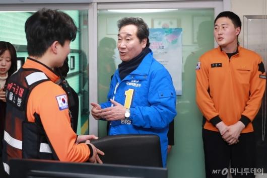 [사진]소방대원들 만난 이낙연 전 총리