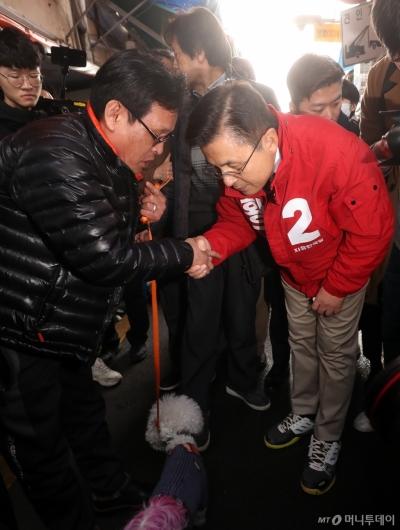 [사진]종로구민들 만난 황교안 대표