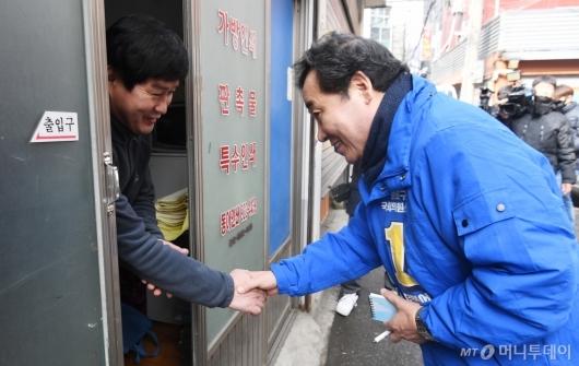 [사진]숭인동 상인 만난 이낙연 전 총리
