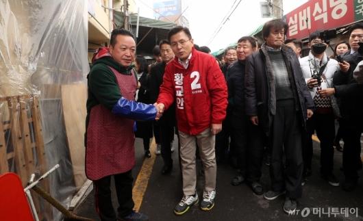 [사진]창신동 시장 상인 만난 황교안 대표