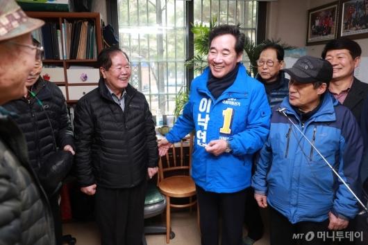 [사진]경로당 찾은 이낙연 전 총리
