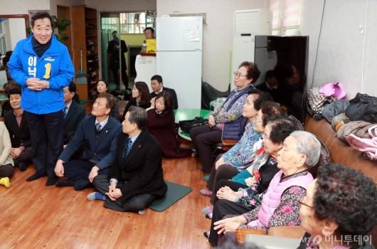 [사진]경로당 방문한 이낙연 전 총리
