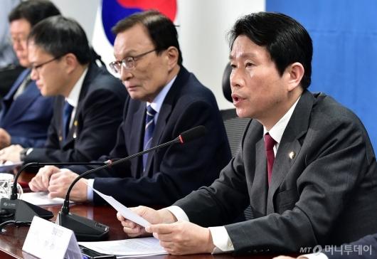 [사진]확대간부회의 발언하는 이인영