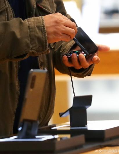 [사진]삼성 두번째 폴더블폰 '갤럭시Z 플립' 출시