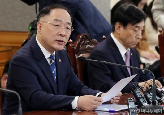 [사진]홍남기 부총리 '코로나19 금융시장 대응회의' 모두발언