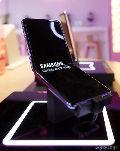 [사진]삼성의 두 번째 폴더블폰 '갤럭시Z 플립'
