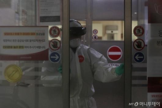 [사진]'코로나19' 29번 확진자 다녀간 고대안암병원 응급실 폐쇄
