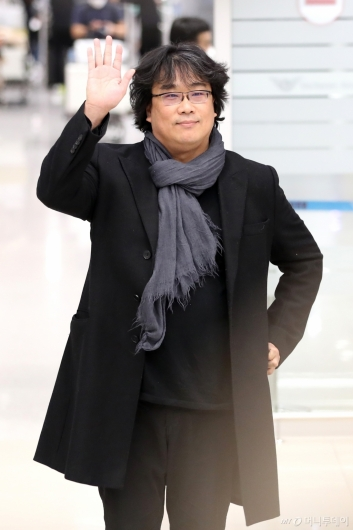 [사진]'오스카 4관왕' 봉준호 감독 귀국