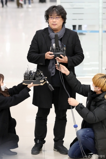 [사진]답변하는 봉준호 감독