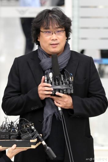 [사진]소감 밝히는 봉준호 감독