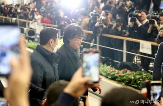 [사진]'오스카 4관왕' 봉준호 감독에 쏠린 관심