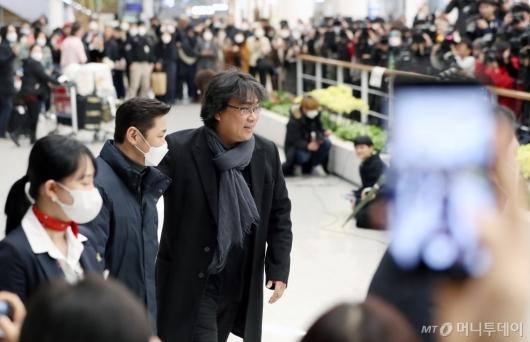 [사진]입국장 나서는 봉준호 감독