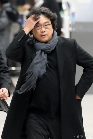 [사진]수많은 취재진에 놀란 봉준호 감독