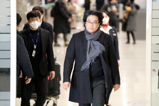[사진]귀국하는 '오스카 4관왕' 봉준호 감독